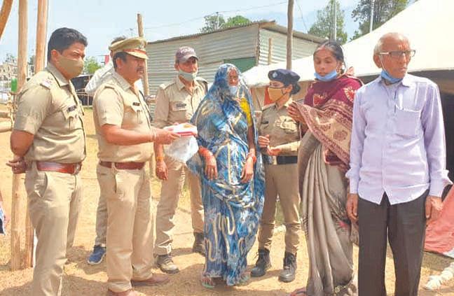 अर्द्ध कुंभ में बिछुड़ी महिला कुंभ ने मिली