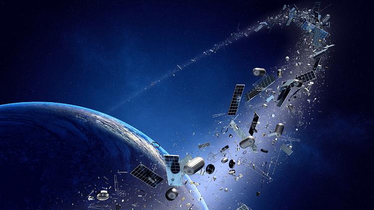 अब पृथ्वी पर ही नहीं, स्पेस में भी पहुंच रहा है कूड़ा कचरा