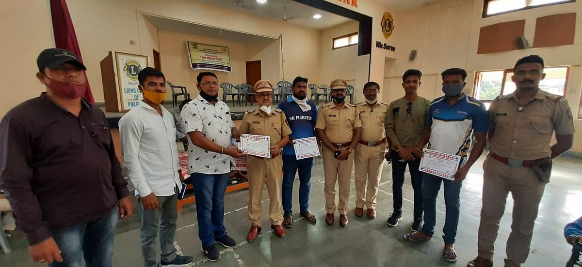 palghar-police-organized-blood-donation-camp