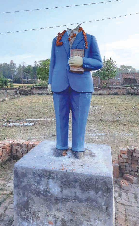 असामाजिक तत्वों ने फिर खंडित की बाबा साहेब की मूर्ति