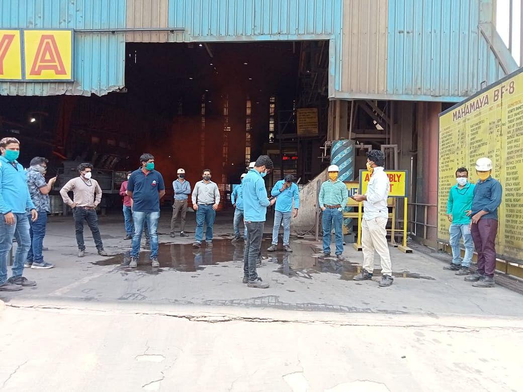 भिलाई नगर : वेतन समझौते से नाराज युवा बीएसपी कर्मियों की काम बंद हड़ताल दूसरे दिन भी जारी, प्रबंधन ने नहीं की कोई चर्चा