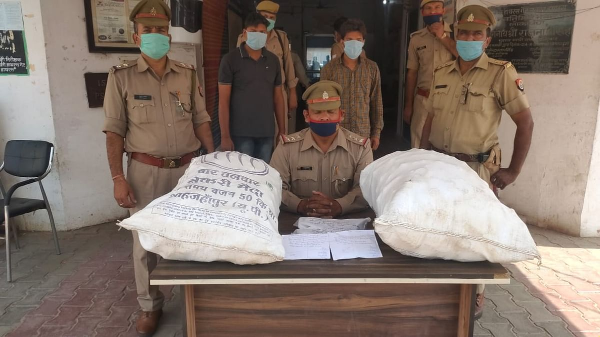 hathras-police-caught-two-including-alcohol