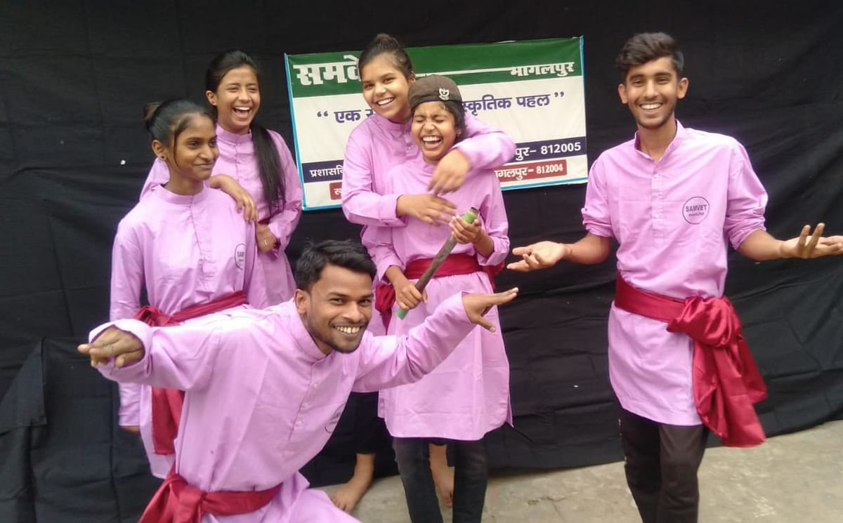 हल्ला बोल नाटक के माध्यम से कलाकारों ने युवाओं में बेरोजगारी का उठाया मुद्दा