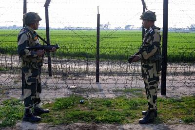 कुपवाड़ा में एलओसी के पास खाई में गिरा आर्मी पोर्टर, मौत