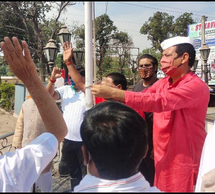 वीर कुंवर सिंह की 163 वें विजयोत्सव किया गया झंडोत्तोलन