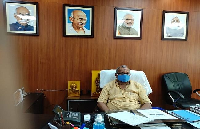 complete-work-on-namami-gange-project-on-schedule-deputy-chief-minister