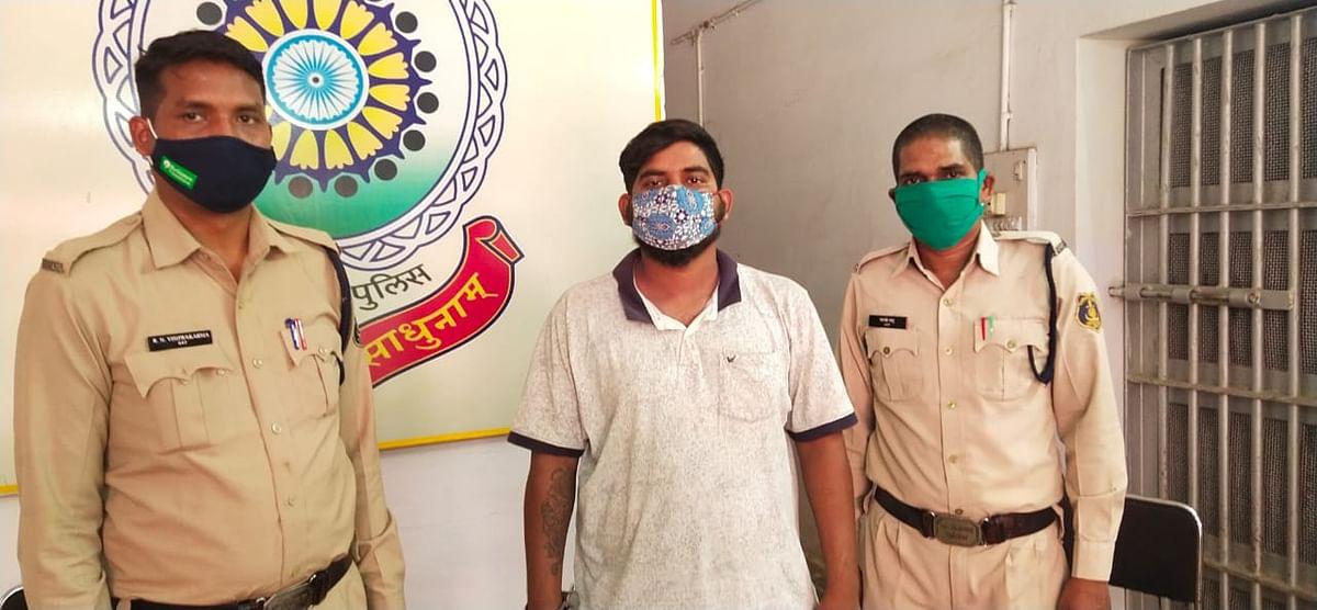 दुर्ग: एक वर्ष सेफरार आदतन अपराधी गिरफ्तार, तलवार जब्त