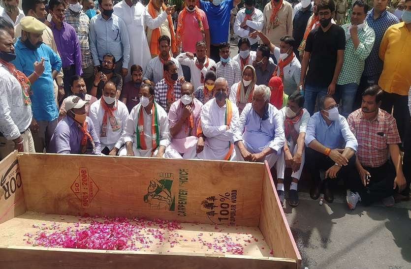 the-case-of-the-death-of-the-priest-in-dausa-rajya-sabha-mp-kirori-lal-meena-reached-jaipur-with-the-body-of-the-priest