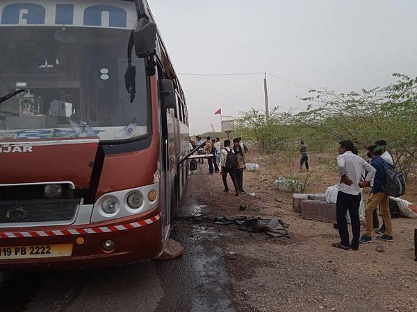 बैटरी फटने से 25 यात्रियों से भरी बस में लगी आग, चालक-परिचालक ने दिखाई सूझबूझ