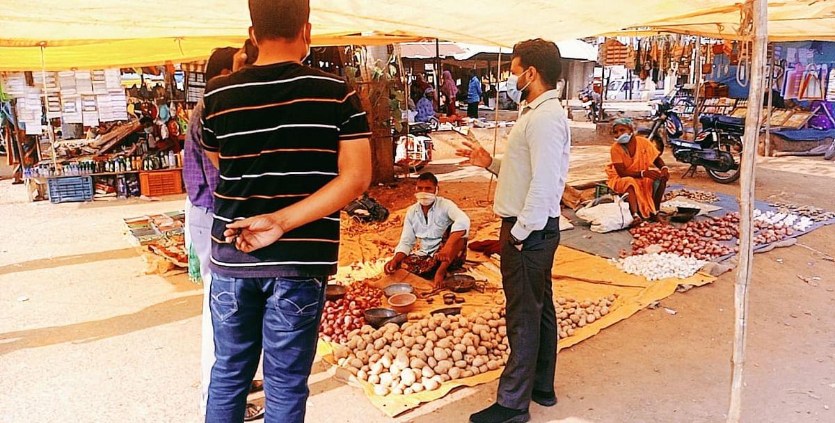 कोंडागांव : कलेक्टर ने किया साप्ताहिक बाज़ार का आकस्मिक निरीक्षण