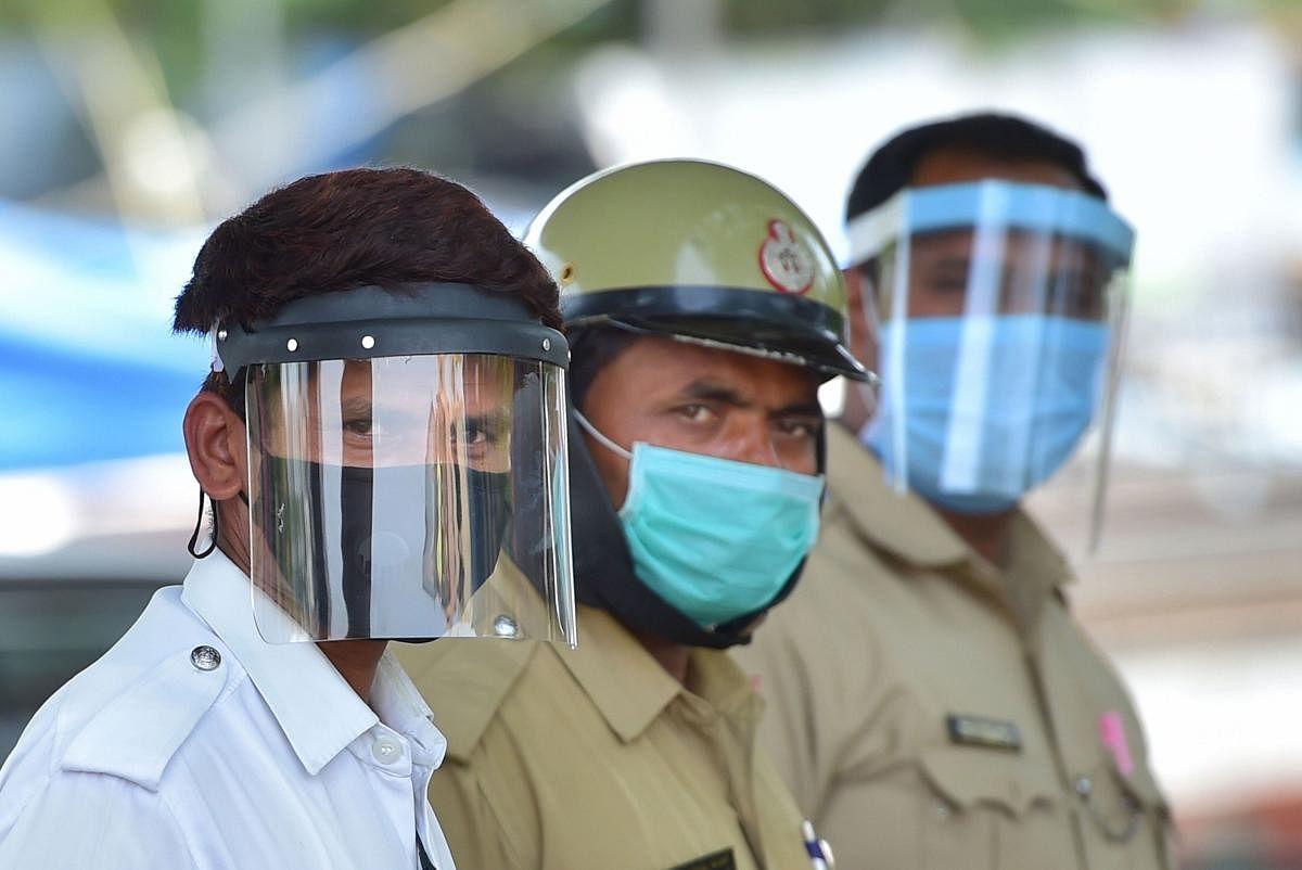बेंगलुरु : एक पुलिस स्टेशन के 60 कर्मी कोरोना संक्रमित