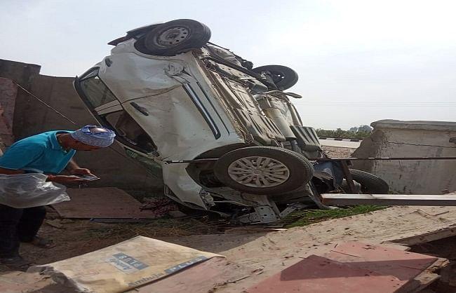 प्रयागराज : अनियंत्रित कार बाउंड्री वाल से टकराई, एक की मौत, चार घायल