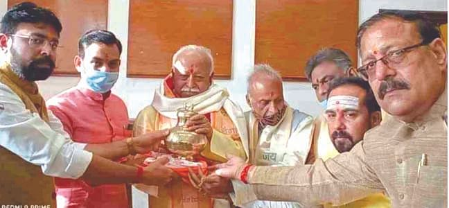 mohan-bhagwat-got-a-grand-welcome-on-every-penny