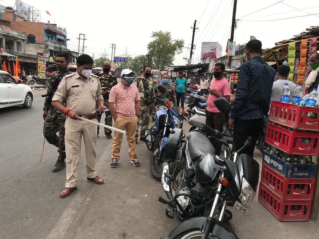 रामगढ़  के विभिन्न क्षेत्रों में चलाया गया मास्क चेकिंग अभियान