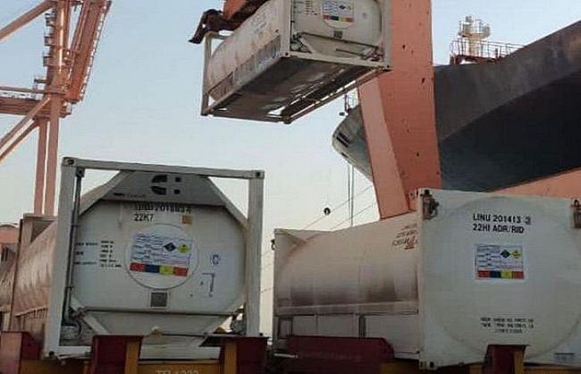केन्द्र सरकार का ऑपरेशन ऑक्सीजन दोस्ती शुरू, सऊदी से मुंद्रा बंदरगाह पहुंची 80 मीट्रिक टन ऑक्सीजन