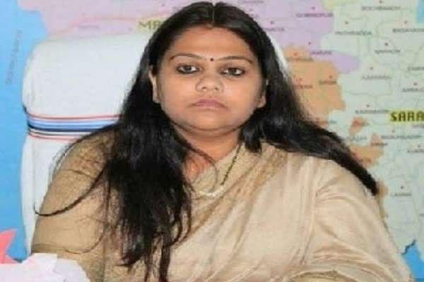 चुनाव आयोग का आदेश, नैंसी सहाय होंगी देवघर की डीसी, भजंत्री हटाए गए