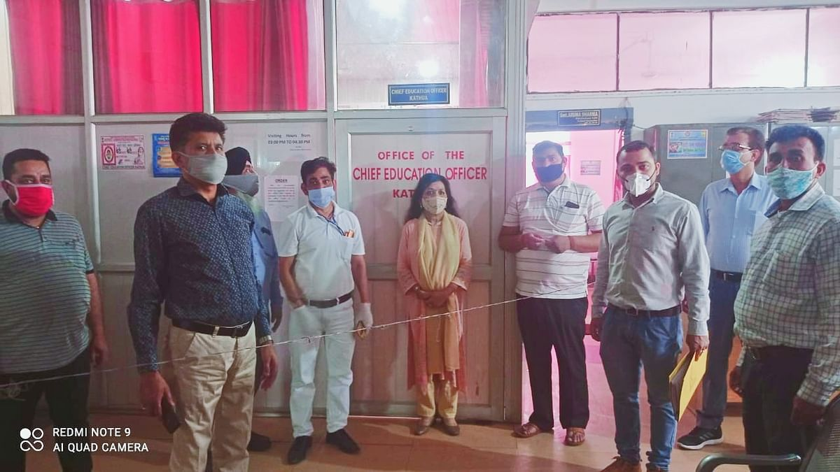 जिला सचिवालय परिसर में आयुष चिकित्सा शिविर का आयोजन, 58 लोगों को आयुर्वेदिक दवाईयां वितरित की