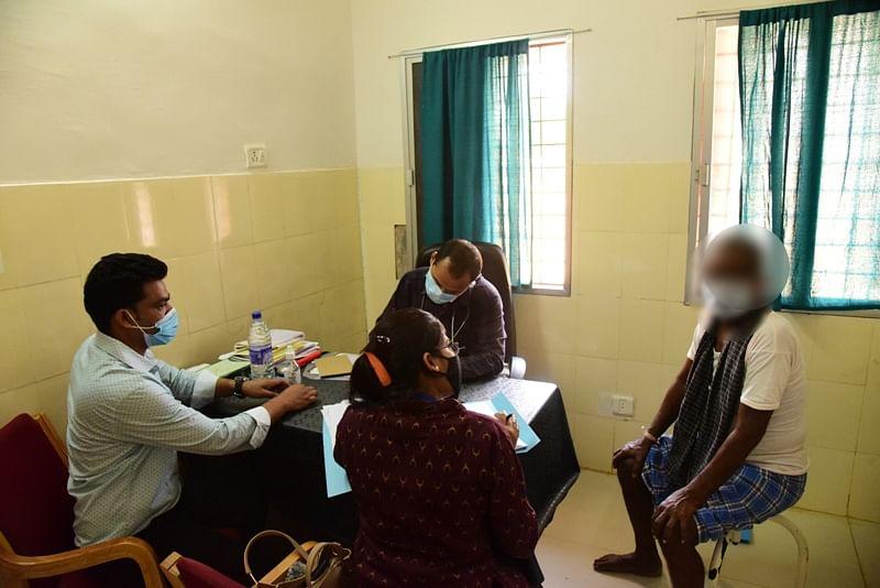 कोंडागांव : संवेदना शिविर लगाकर मानसिक रोगियों का किया गया स्वास्थ्य परीक्षण