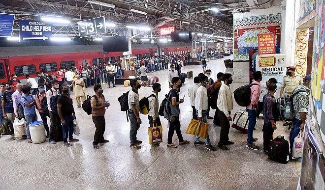 पलायन को देखते हुए रेलवे का बड़ा ऐलान, पूर्वांचल के लिए चलेंगी कुछ और ट्रेनें