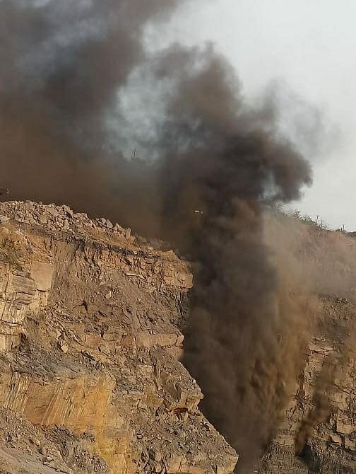 बीसीसीएल की ओपन कास्ट माइंस की गैलरी में लगी आग, धुंए से इलाके में छाया अंधेरा