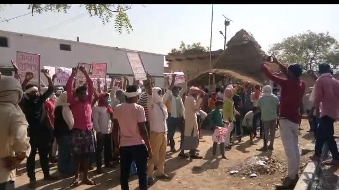 पंचायत चुनावः चंदौली में कड़ी सुरक्षा के बीच चल रहा मतदान, एक बजे तक 35.88 फीसद मतदान