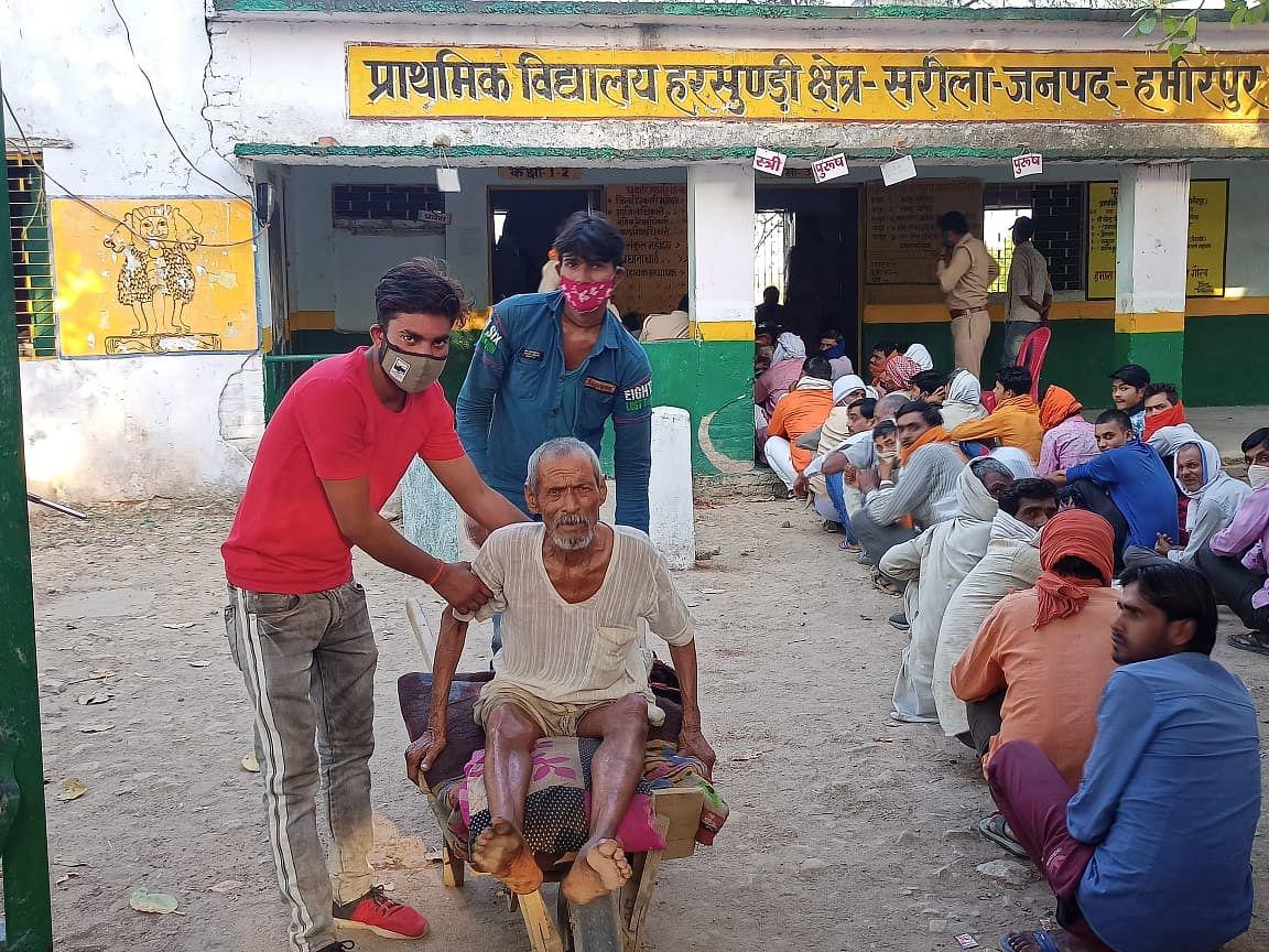 हमीरपुर में 68.6 फीसदी मतदान, बूथों पर लगीं रही लाइनें