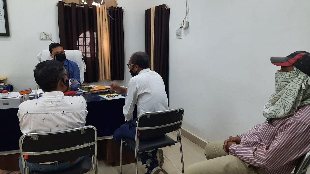 धमतरी : कोरोना संक्रमण के दौरान व्यवस्था बनाने शिक्षकों से 12 घंटे की रात्रि कालीन ड्यूटी का विरोध