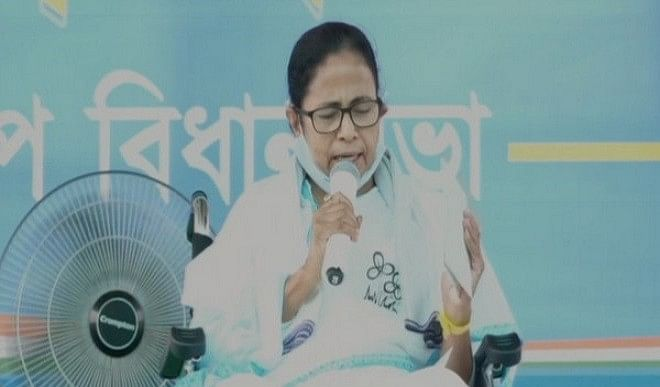 भाजपा ने निर्वाचन आयोग से ममता बनर्जी के खिलाफ कार्रवाई का आग्रह किया
