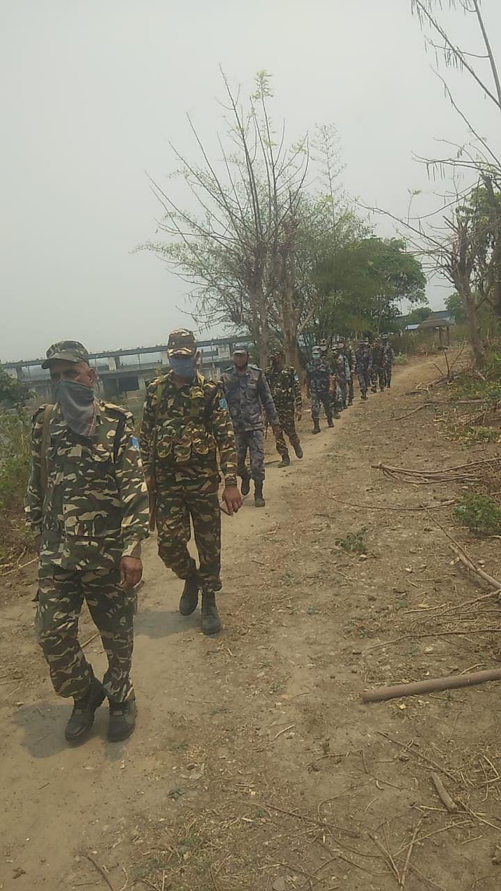 भारत-नेपाल सीमा पर अपराधिक गतिविधि को रोकने के लिए एसएसबी और एपीएफ ने की पेट्रोलिंग