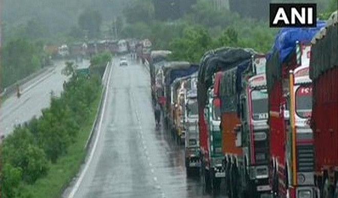 उत्तर प्रदेश और मध्य प्रदेश के बीच अंतर्राज्यीय बस परिवहन सेवा स्थगित