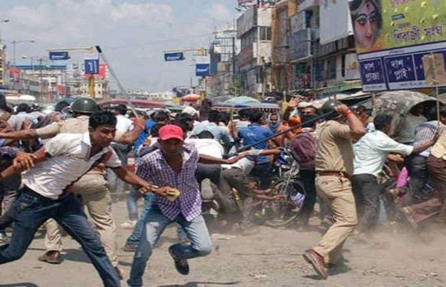 कोलकाताः भाजपा-तृणमूल कार्यकर्ताओं में टकराव, पुलिस पर लाठीचार्ज का आरोप, कई घायल