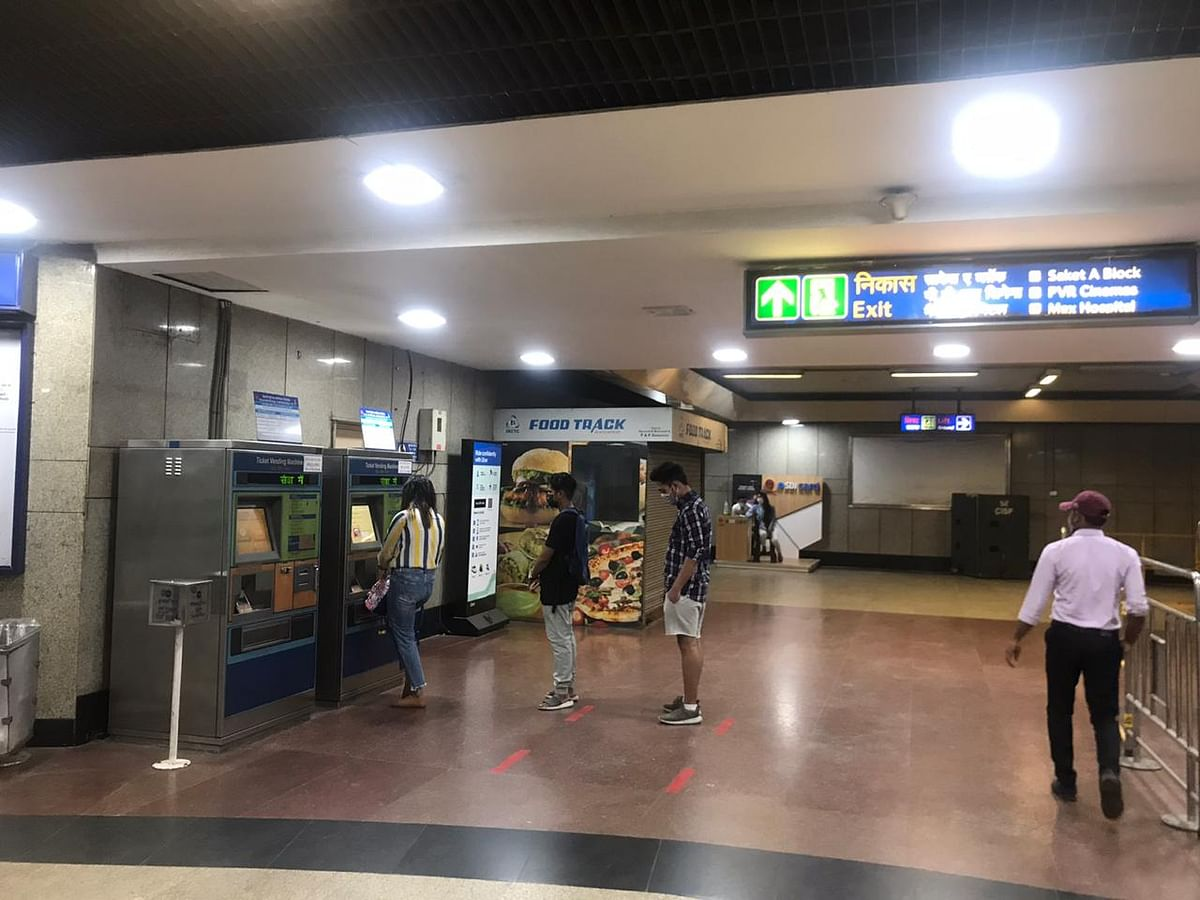 मेट्रो में हो रहा है कोरोना प्रोटोकॉल का पालन