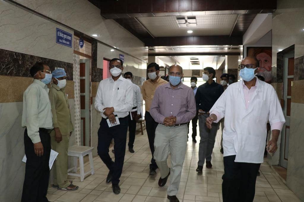 निर्माणाधीन साइलो बैग, जिला चिकित्सालय व लखनादौन स्वास्थ्य केन्द्र का किया औचक निरीक्षण
