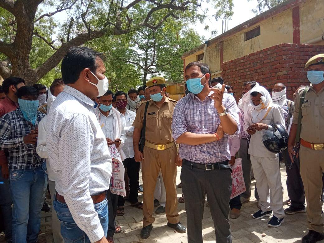 फिरोजाबाद में अवैध धन उगाही की शिकायत पर डीएम ने सफाई कर्मी को किया निलम्बित