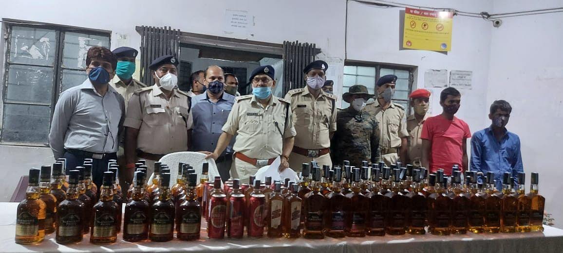 लाखों के शराब के साथ दो गिरफ्तार