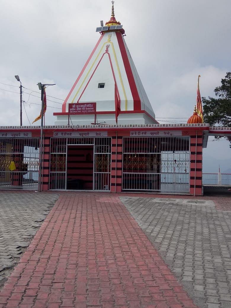 नवरात्रि के दूसरे दिन भी भक्तों की मंदिरों में रही धूम