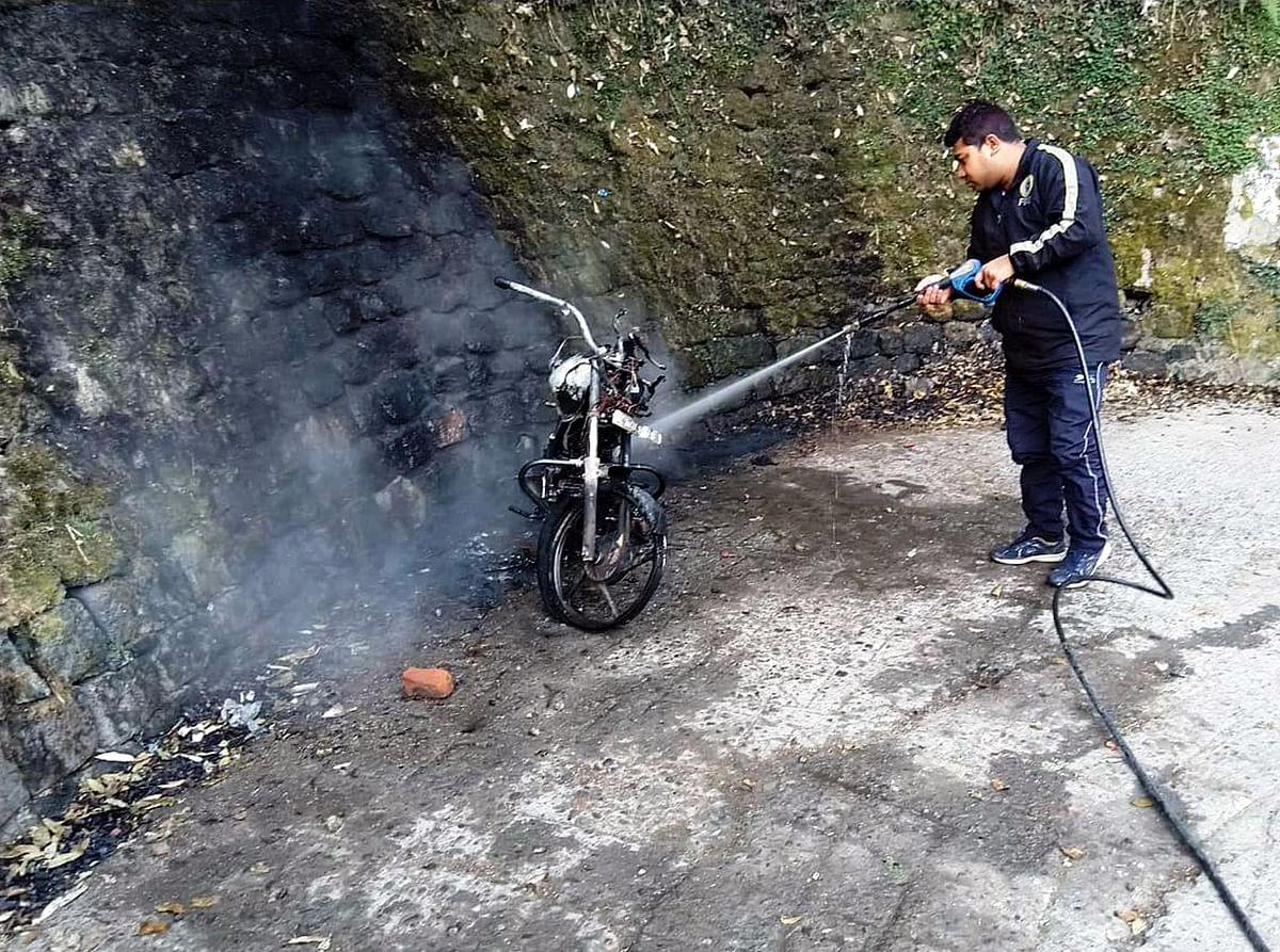 bike-burnt-in-fire-in-nainital-in-the-morning