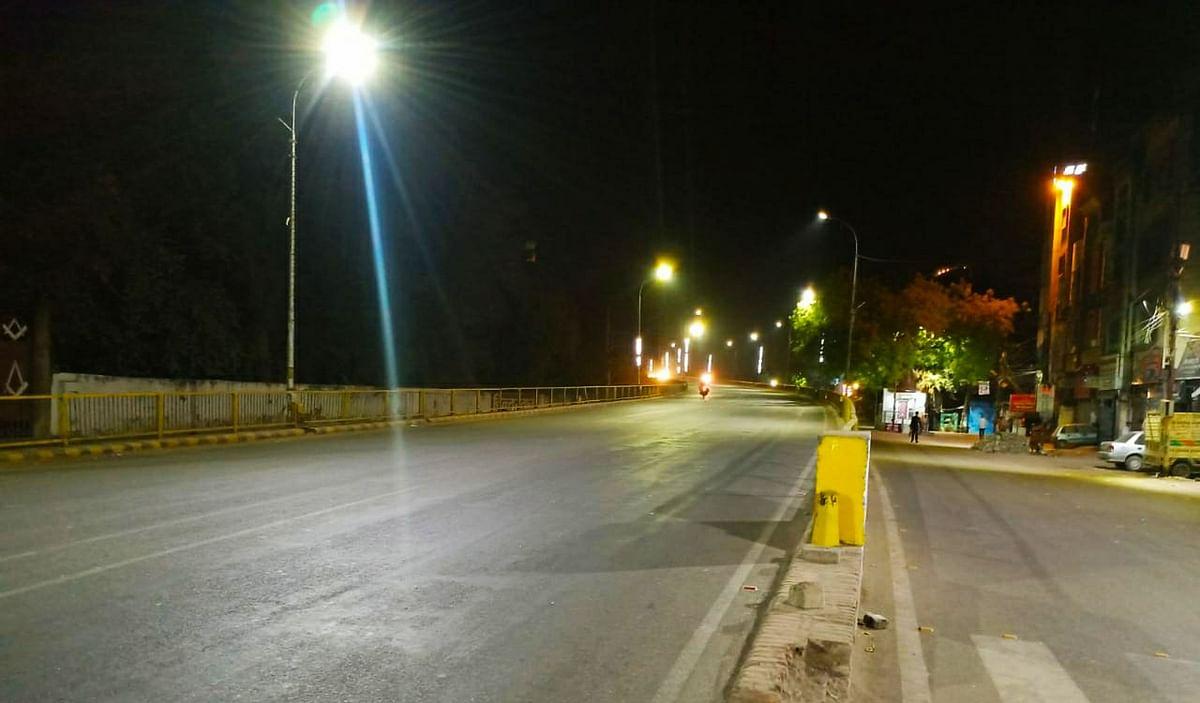 रात्रि कर्फ्यू का बदला समय, कुछ नए समय से तो कुछ पुराने के हिसाब से सड़कों पर निकले लोग