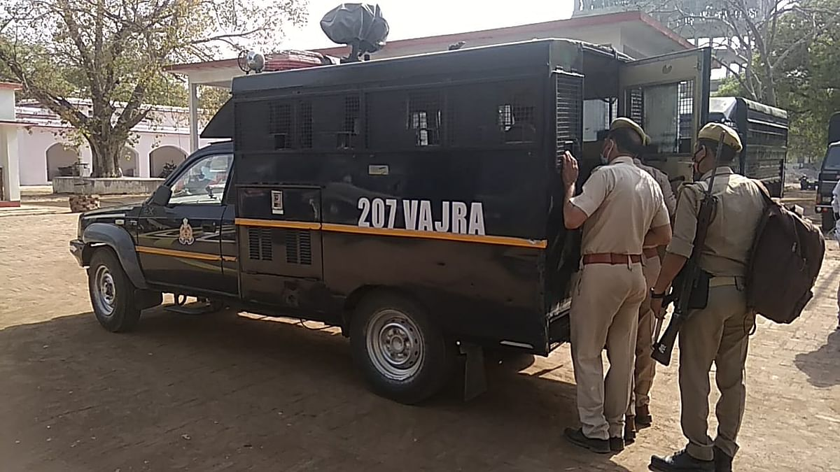police-team-leaves-with-ten-vehicles-to-bring-mukhtar-ansari