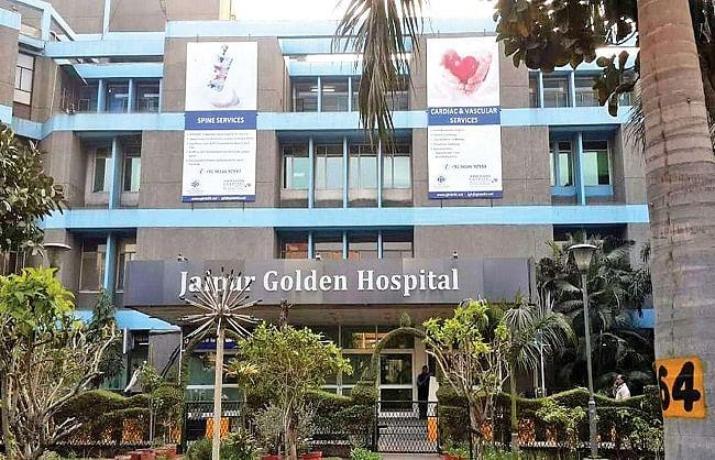दिल्ली के जयपुर गोल्डन अस्पताल में घबराहट, बेचैनी, मातम का माहौल