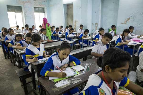 कोरोना प्रकोप : केसीआर सरकार ने मान्यता प्राप्त स्कूलों के अध्यापकों व कर्मचारियों को आर्थिक मदद देने का ऐलान किया