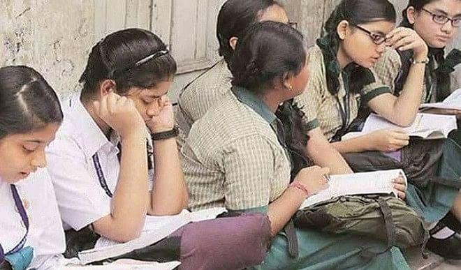 CBSE Board Exam 2021: 10वीं कक्षा के बोर्ड Exam हुए रद्द, 12वीं की परीक्षा भी टली