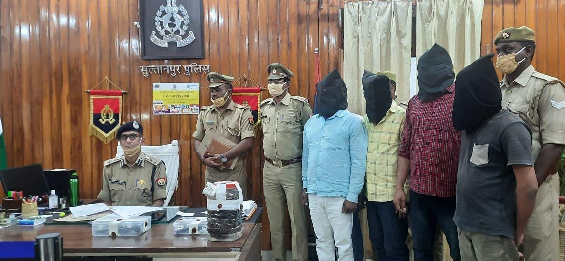 सुलतानपुर : पुलिस ने छह आरोपितों को तमंचा, देसी बम के साथ किया गिरफ्तार