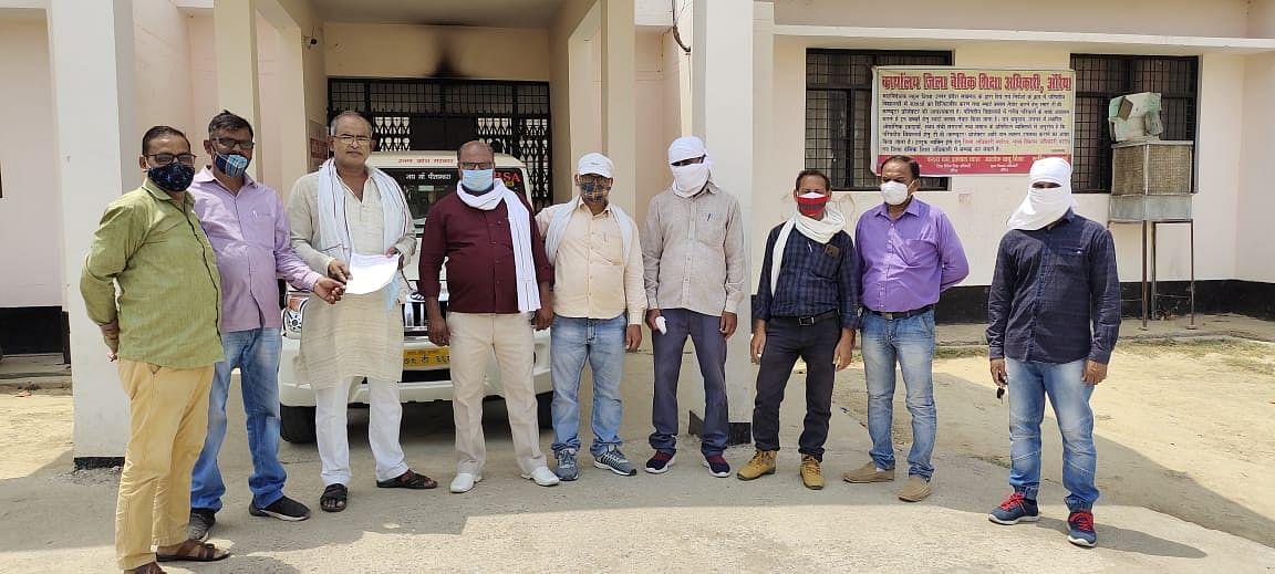 औरैया : अध्यापकों से विकास खंड अधिकारी व एडीओ पंचायत पर गाली-गलौज का लगाया आरोप