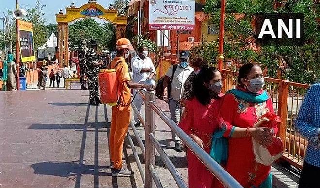 2016-अर्द्धकुंभ-में-गुम-हुई-महिला-2021-कुंभ-में-मिली-5-साल-बाद-हुई-घरवालों-से-मुलाकात