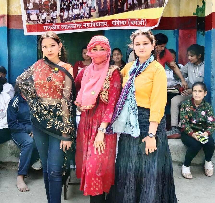 एनएसएस शिविर में  इंडो-वेस्टर्न पोशाक प्रतियोगिता