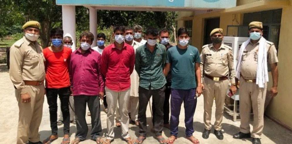 मथुरा : चुनावी दावत में पुलिस पर हमला करने वाले 10 उपद्रवी गिरफ्तार