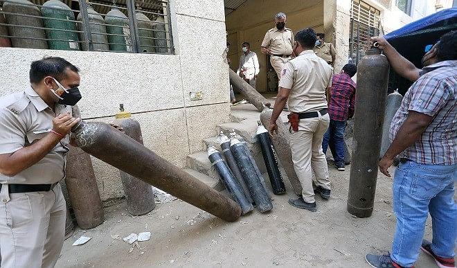 आपातकाल में तो सिर्फ विपक्षी परेशान थे, आफतकाल में हर भारतीय की जान सांसत में है