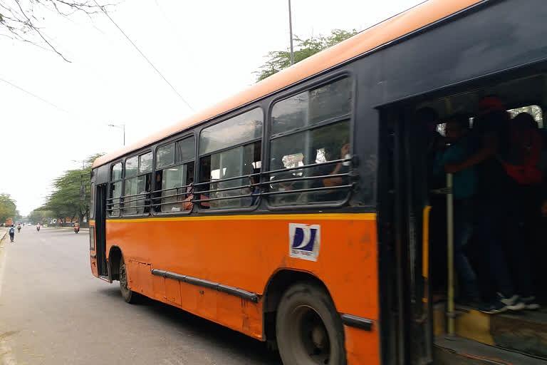 डीटीसी बसों में एक सीट छोड़कर करनी होगी यात्रा, लोग हुए परेशान