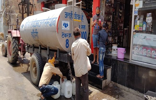 jhansi-failure-due-to-lack-of-water-supply-in-different-areas-for-four-days